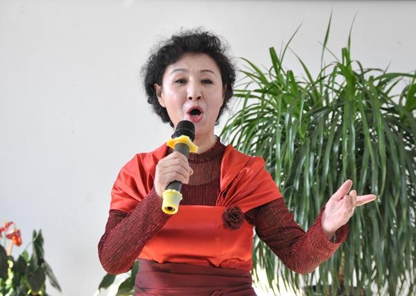 元宵节尊老敬老:志愿者雷竞技官网福利院爱心传递